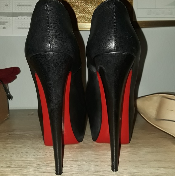 new concept fb6a7 23648 Christian Louboutin Daffodile Pumps Euro 39 / US 9